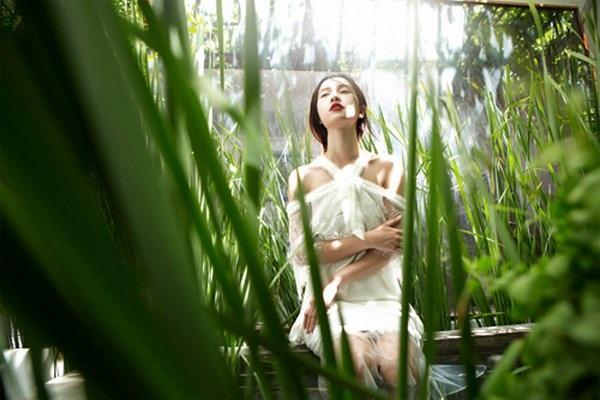 Jun Vũ diện ren trắng trong suốt giữa đồng lúa non mùa hạ - 5