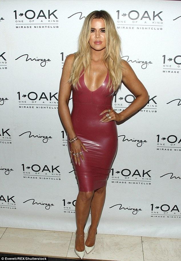 Khloe Kardashian bốc lửa dự tiệc sinh nhật anh rể Scott Disick