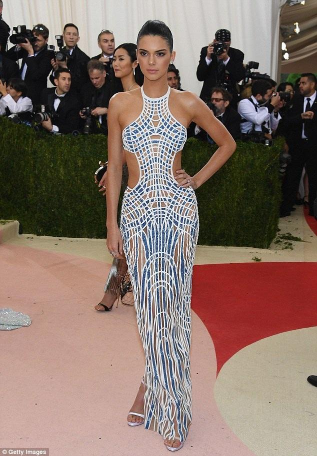 Em cô Kim Kendall Jenner vừa chia ra 6,5 triệu đô la để tậu nhà của nữ diễn viên Emily Blunt
