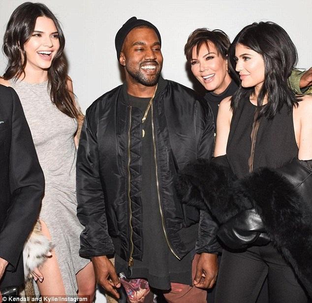 Kanye West cũng tới dự tiệc chúc mừng hai em vợ