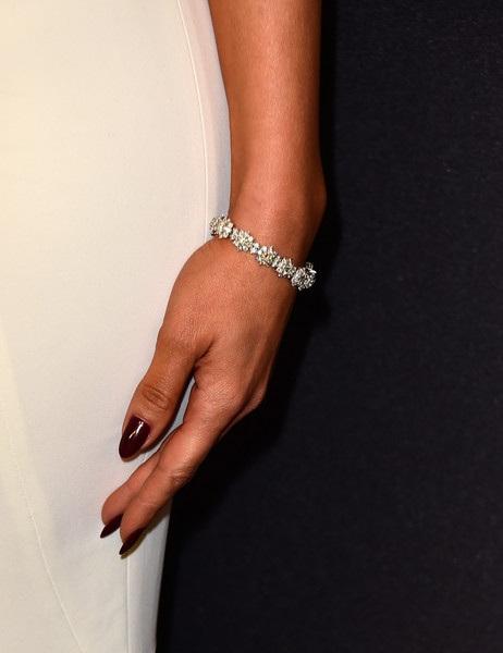 Cận cảnh vòng tay kim cương tinh xảo của nữ minh tinh