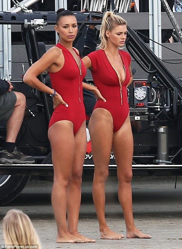 Người mẫu cao 1,75m này được báo giới biết tới sau thời gian ngắn ngủi hẹn hò với tài tử phim Titanic Leonardo DiCaprio