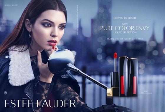 Kendall trong ảnh quảng cáo của Estée Lauder. Cô cũng là đại diện của nhãn hiệu CK.