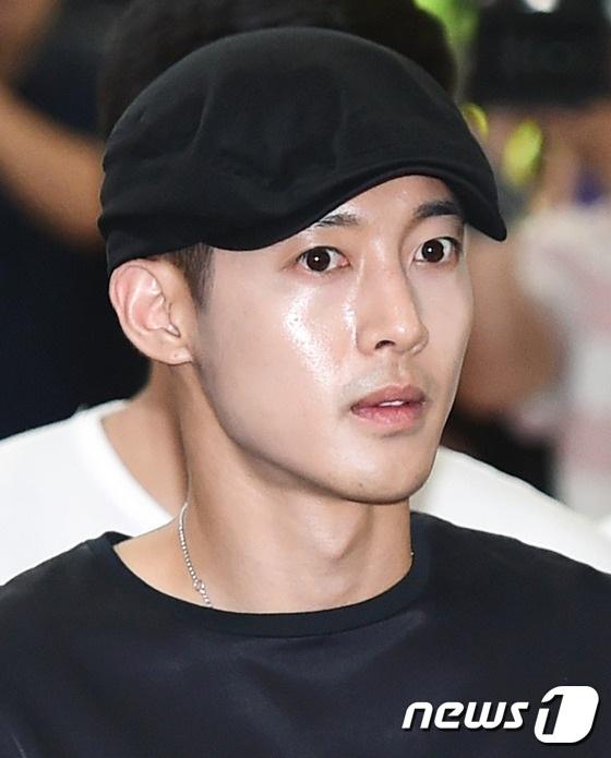 Khi kết quả xét nghiệm ADN cho thấy Kimm Hyun Joong thực sự là cha ruột của con trai cô Choi, cha mẹ ruột của anh đã lên tiếng bày tỏ mong muốn được có trách nhiệm với em bé. Luật sư của Kim Hyun Joong cũng thay mặt anh cho biết, ngôi sao giải trí xứ Hàn muốn được làm một người cha có trách nhiệm dù không còn tình cảm với mẹ em bé.