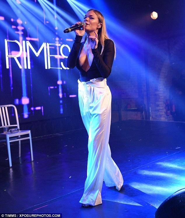 LeAnn Rimes trình diễn tại London ngày 6/8 vừa qua