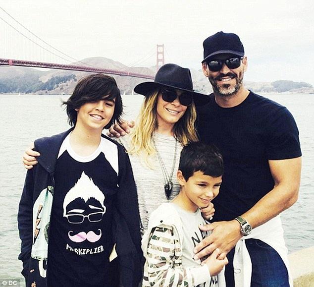Nữ ca sỹ bên chồng Eddie Cibrian và hai con riêng của chồng