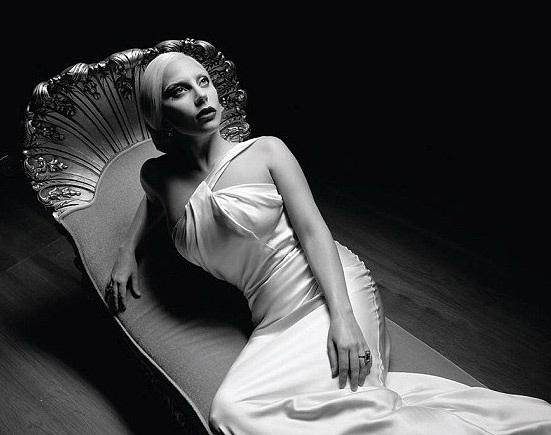 Với Lady Gaga, những giải thưởng âm nhạc không còn quá xa lạ bởi cô đã 6 lần được vinh danh tại lễ trao giải Grammy. Tuy nhiên, trong điện ảnh, người đẹp vẫn là một người mới. Trước đây, Lady Gaga chỉ đảm nhiện những vai diễn vô cùng nhỏ trong bộ phim Sin City: A Dame to Kill For vào năm ngoái và thể hiện nhân vật La Camaleón trong bộ phim Machete Kills vào năm 2013.