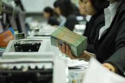 Việc điều hành lãi suất cần hài hòa với diễn biến lạm phát, tình hình kinh tế vĩ mô, diễn biến thị trường tiền tệ, ngoại hối và cân đối lợi ích giữa ngân hàng- người gửi tiền – người vay.