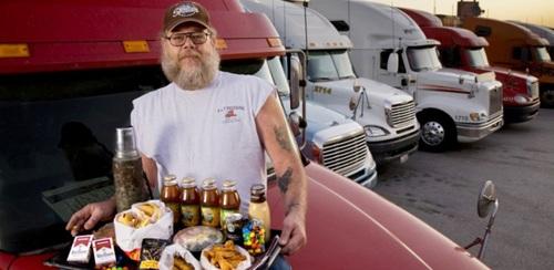 Lái xe tải đường dài được xếp là một trong 10 nghề nguy hiểm nhất - Ảnh minh họa