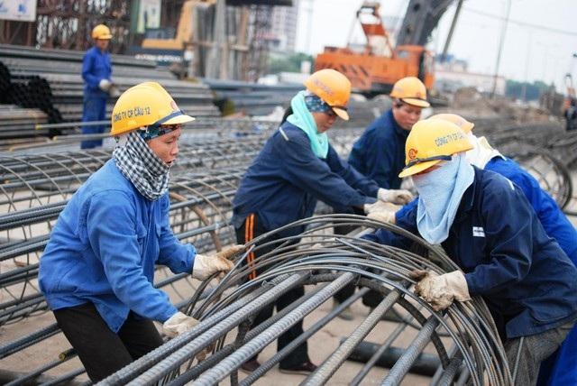 Việc tăng tuổi hưu cần có quy định riêng nhóm lao động tham gia trực tiếp sản xuất.
