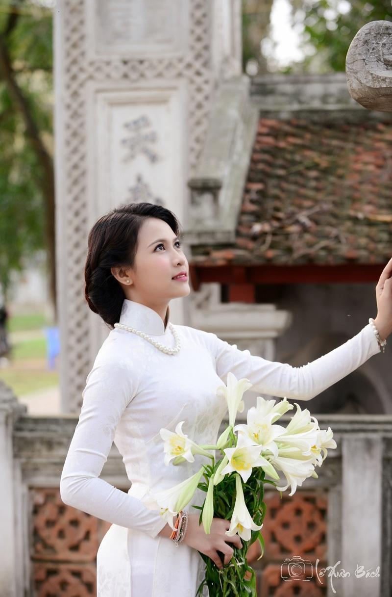 Nữ sinh Lào duyên dáng bên loa kèn cuối mùa - 2