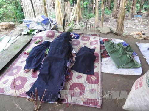 Hình ảnh tang thương tại hiện trường vụ án gây rúng động dư luận. Ảnh: Hồng Ninh/TTXVN