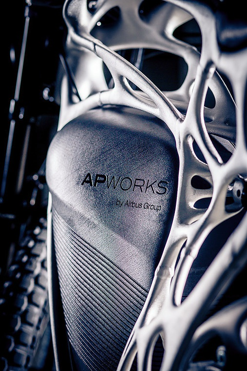 Xe sử dụng mô-tơ điện 6kW không khí thải, cho mô-men xoắn lên tới 130 Nm.