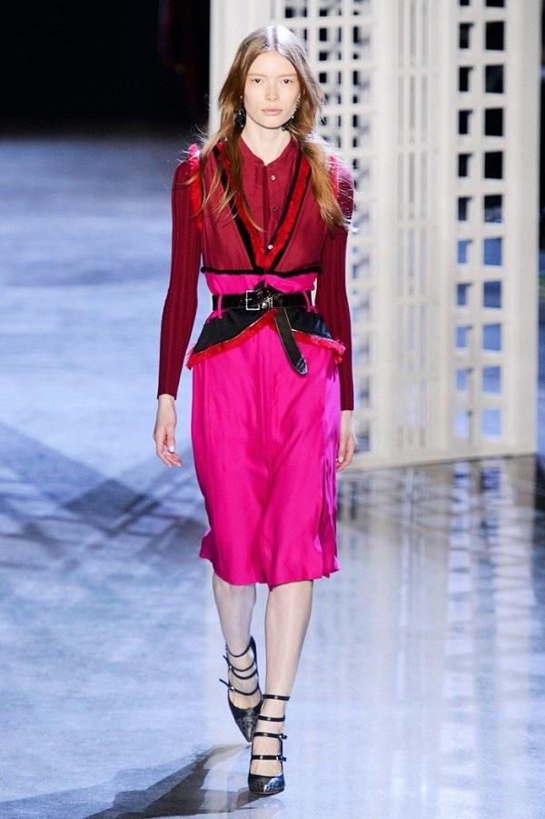 Sàn diễn thời trang đang ngập tràn các tông màu tím, tím hồng, mận chín