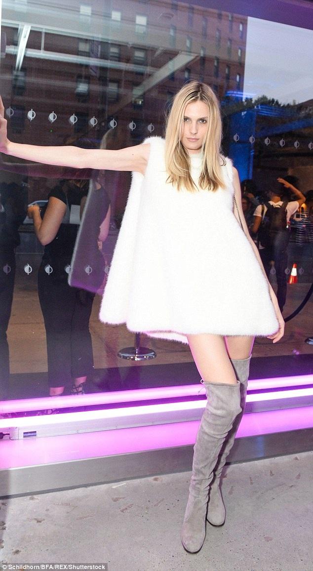 Chân dài Andreja Pejic dự bữa tiệc tại tuần lễ thời trang New York hôm 13/9 vừa qua
