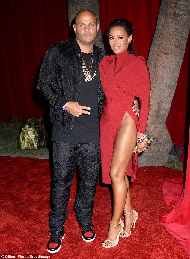 Cựu thành viên Spice Girls Mel B cùng chồng Stephen Belafonte dự tiệc của Maxim tổ chức tại Los Angeles ngày 31/7 vừa qua