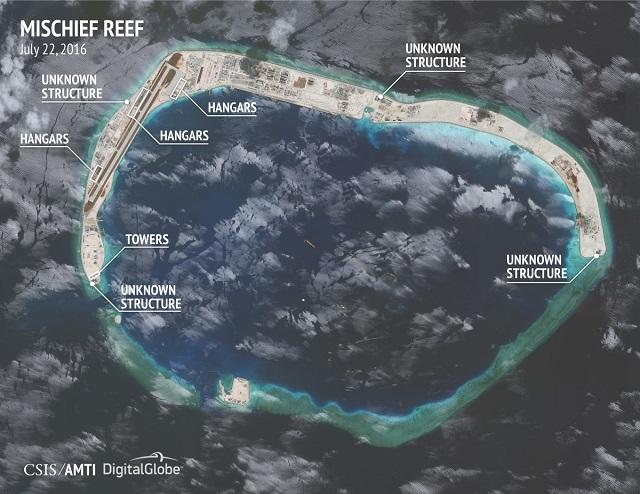 Nhiều cấu trúc chưa thể xác định trong ảnh chụp vệ tinh về hoạt động xây dựng trái phép của Trung Quốc ở Đá Vành Khăn. (Ảnh: CSIS)