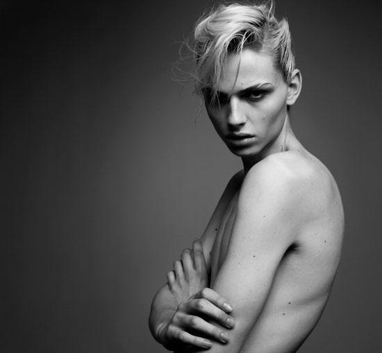 Hình ảnh của Andreja Pejic trước khi chuyển giới.