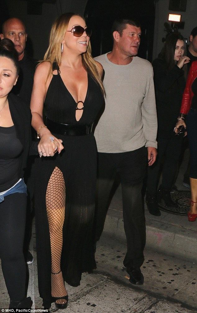 Mariah hienẹ đang tích cực đi quảng bá cho show truyền hình thực tế mới của cô - Mariah's World. Show này sẽ ra mắt vào đầu tháng 12 tới