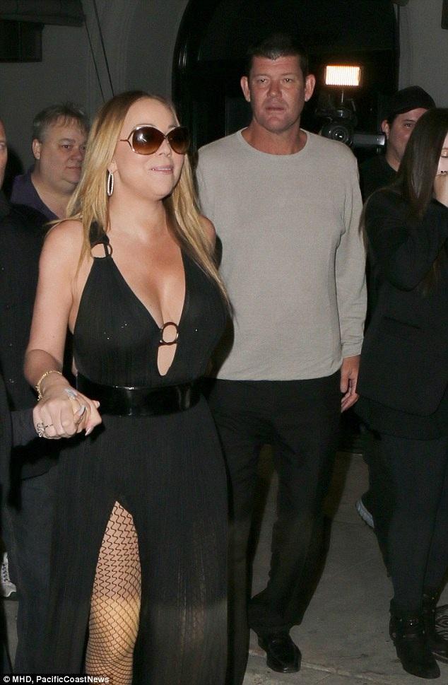 Mariah Carey diện váy xẻ cao gợi cảm khi rời nhà hàng Craig ở Hollywood cùng bạn trai tỷ phú James Packer ngày 8/8 vừa qua