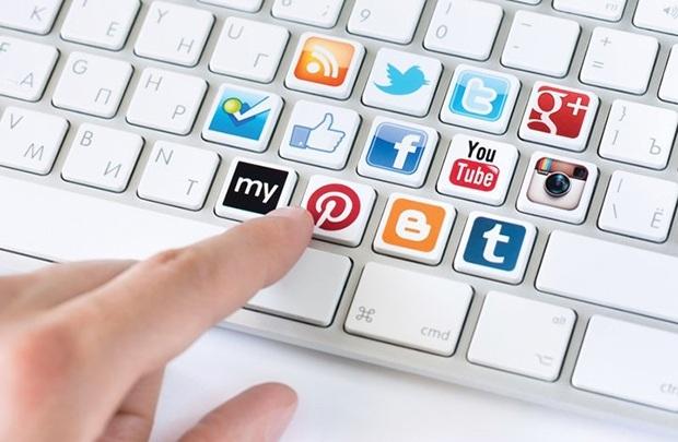 Truy cập mạng xã hội tại nơi làm việc: Lợi và hại - 1