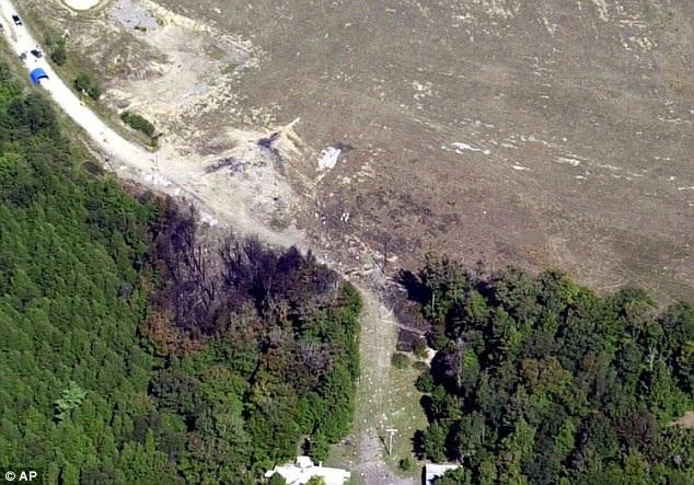 Hiện trường vụ máy bay bị không tặc khống chế rơi ở Shanksville, bang Pennsylvania ngày 11/9/2001. (Ảnh: AP)