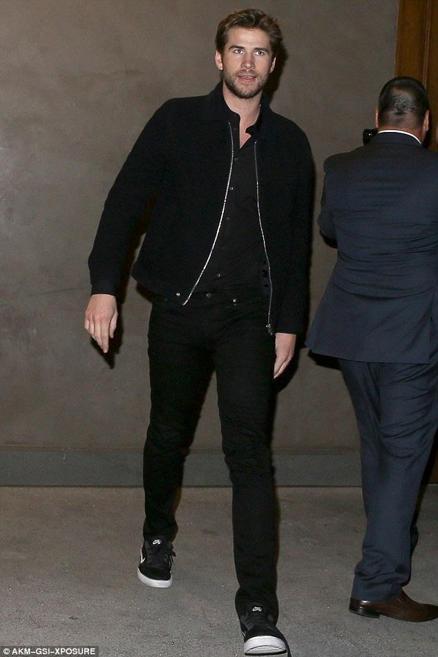 Liam Hemsworth, 26 tuổi thì đang có sự nghiệp lên như diều gặp gió, anh đặc biệt được yêu thích qua seri phim The Hunger Games