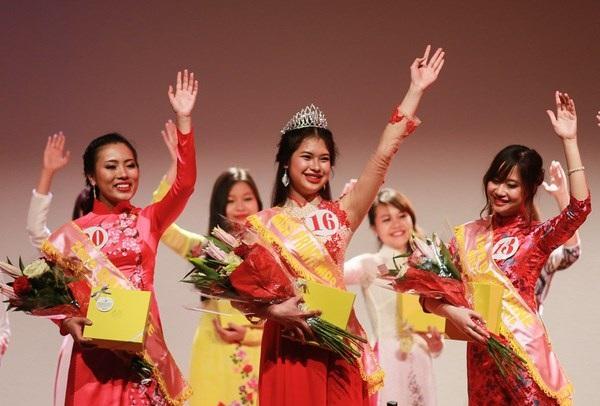 Miss Xuân 2016 - Bùi Thị Hồng Duyên rạng rỡ phút đăng quang.