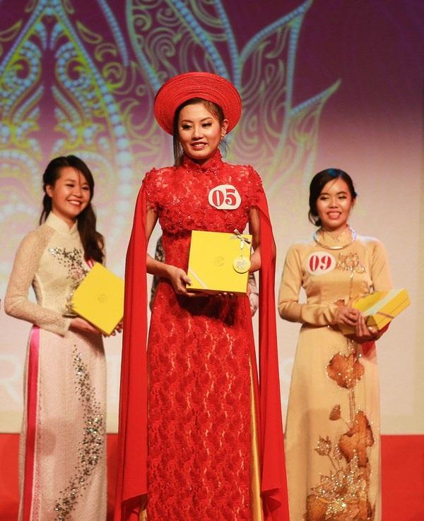 Giải Nữ sinh trình diễn áo dạ hội đẹp nhất (Miss Dạ hội) thuộc về thí sinh Lê Minh Diệu Huyền.