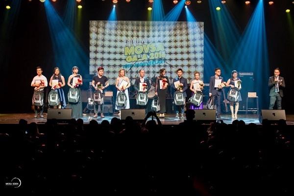 11 giọng ca Việt hội tụ, tranh tài trong đêm chung kết.