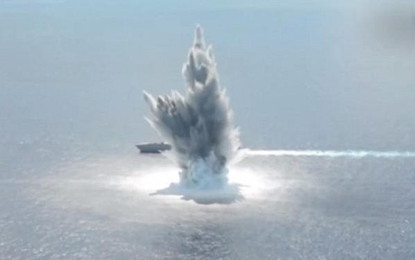 4,5 tấn thuốc nổ được dùng để thử nghiệm khả năng chống chịu sức ép của một vụ nổ lớn của tàu chiến Mỹ. (Ảnh: US Navy)