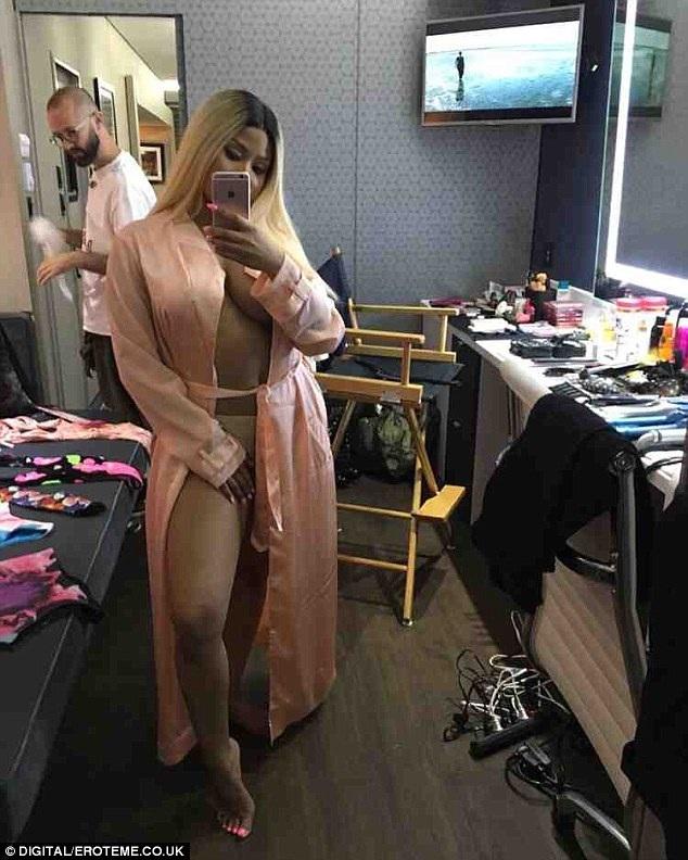 Ca sỹ được đề cử nhiều giải Grammy Nicki Minaj úp mở khoe thân trên trang cá nhân ngày 30/6 vừa qua