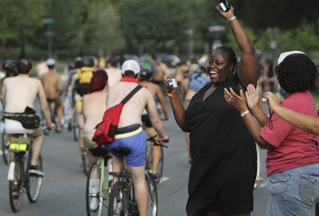 Hàng nghìn người khoả thân đạp xe - 3
