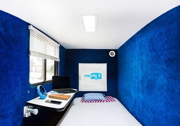 Phòng ngủ đầy tiện nghi bên trong chiếc xe tải Nappify.