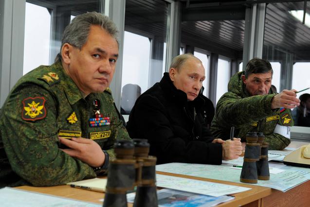 Bộ trưởng Quốc phòng Nga Sergey Shoigu (trái). (Ảnh minh họa: Getty)