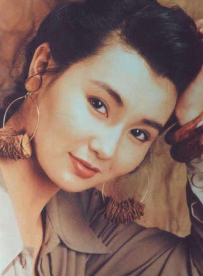 Bên cạnh đó, với lợi thế ngoại hình trời phú, Trương Mạn Ngọc còn trở thành một gương mặt quảng cáo sáng giá tại Hồng Kông.