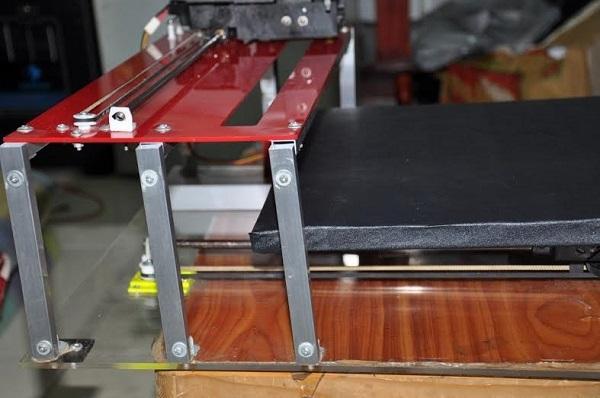 Hình dạng chiếc máy kLaserCutter do Khánh sáng tạo.