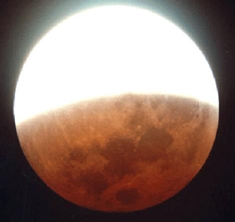 Nguyệt thực nửa tối hoàn toàn có thể quan sát được bằng mắt thường.
