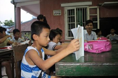 Đam mê học chữ của các học sinh nghèo.