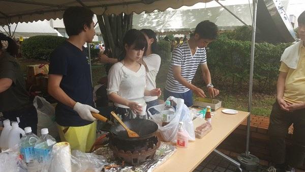 """Sinh viên Nhật quảng bá áo dài, phở xào Việt Nam tại """"Lễ hội mùa hè"""" - 2"""