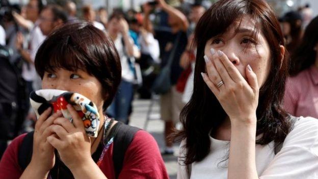 Phản ứng của người Nhật khi Nhật hoàng ngỏ ý thoái vị. (Ảnh: Reuters)
