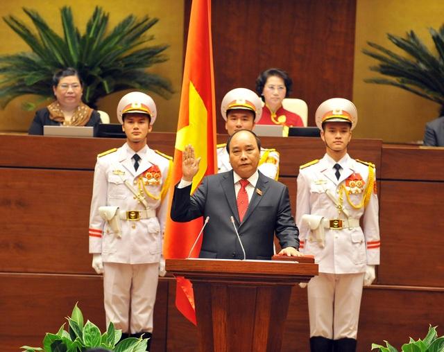 Ông Nguyễn Xuân Phúc tuyên thệ khi được bầu làm Thủ tướng Chính phủ, ngày 7/4/2016