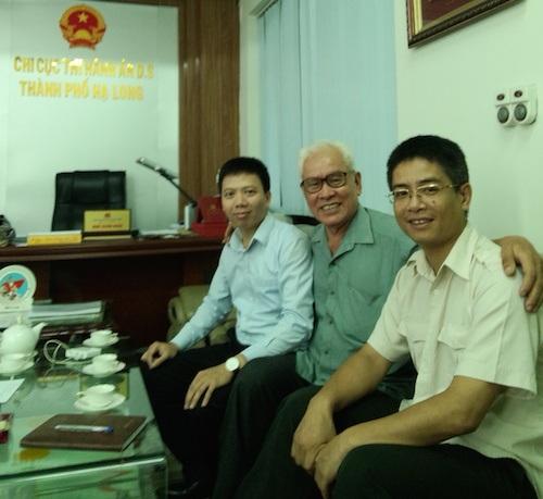 Đại diện VPLS Thủ Đô làm việc cùng lãnh đạo Chi cục THA dân sự TP Hạ Long về vụ việc.