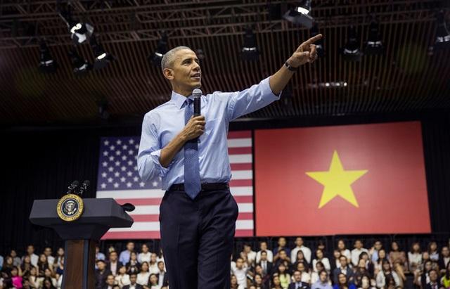 Ngọc Tú, Xuân Lộc và Ngọc Ngân là 3 bạn trẻ Việt được Tổng thống Obama nêu gương trong buổi gặp mặt hôm 25/5 tại TPHCM. (ảnh: NYT)