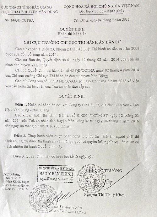 Cưỡng chế xong, ngày hôm sau, Chi cục Thi hành án huyện Yên Dũng mới ra Quyết định hoãn thi hành án.