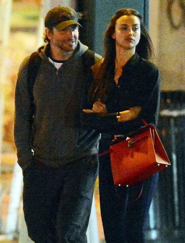 Người đẹp 30 tuổi đang hò hẹn với tài tử Hollywood - Bradley Cooper (40 tuổi) từ tháng 4 năm ngoái.