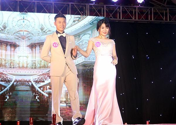 Cặp thí sinh đến từ Long Thành – Đồng Nai Lê Minh Phương và Hà Ngọc Trung vẫn giữ được nét tươi tắn, rạng rỡ dù phải di chuyển xa và thời gian tập luyện gấp rút
