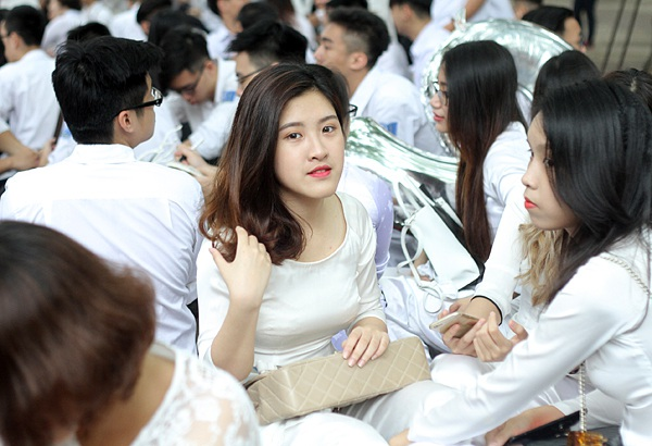 Xao xuyến tà áo dài nữ sinh Phan Đình Phùng ngày bế giảng - 5