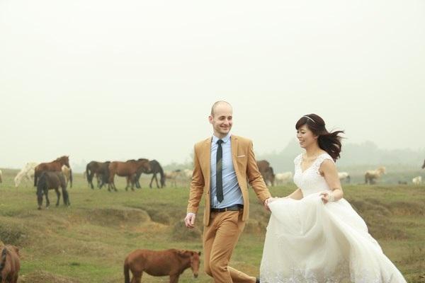 """Tình yêu ngọt ngào xuyên biên giới của Linh và Péter """"kết trái"""" bằng đám cưới."""