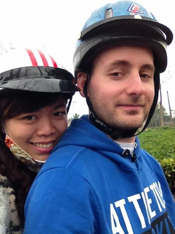 Péter rất thích trà Việt. Anh và vợ đi thăm đồi chè Tân Cương, Thái Nguyên
